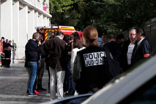 Parigi, auto travolge gruppo militari 8