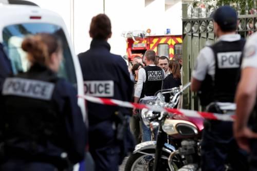 Parigi, auto travolge gruppo militari 2