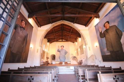 Mao Tse-Tung esposto in una chiesa. E scoppia la polemica