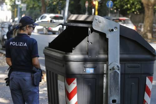 Roma, trovato un cadavere tra i cassonetti