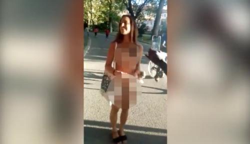 """Bologna, la ragazza nuda tra immigrati """"Il mio è esperimento sociale"""""""