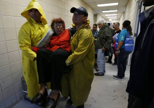 Uragano Harvey, feriti e devastazione in Texas: dichiarato lo stato di calamità