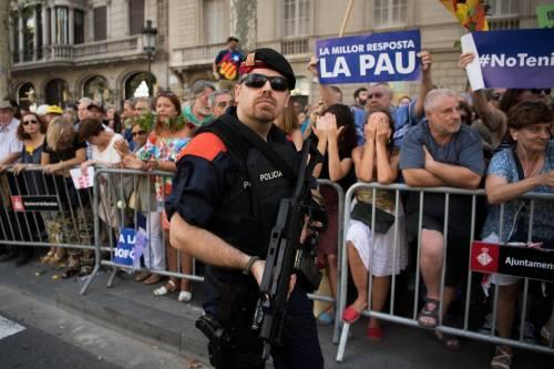 Barcellona in piazza per la pace dopo la strage sulla rambla 2