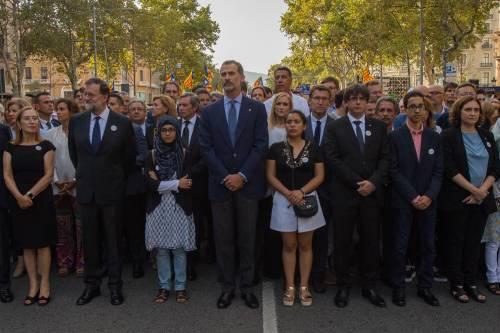 Barcellona in piazza per la pace dopo la strage sulla rambla 5