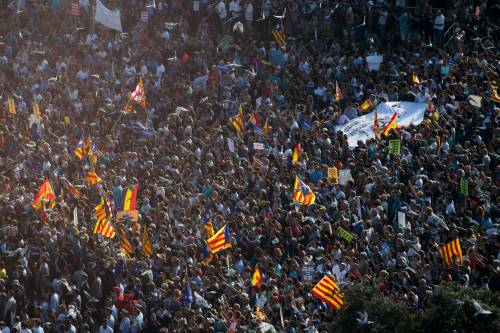 Barcellona in piazza per la pace dopo la strage sulla rambla 8