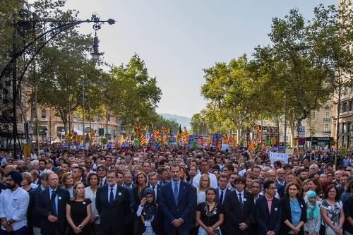 Barcellona in piazza per la pace dopo la strage sulla rambla 3