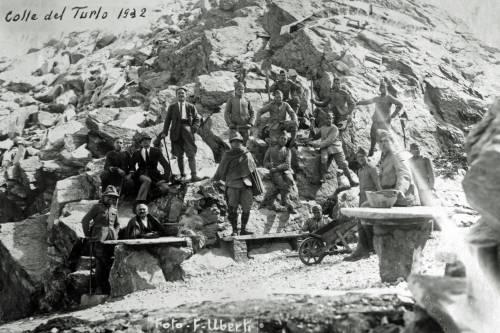 Gli Alpini impegnati a costruire la strada del Turlo 4