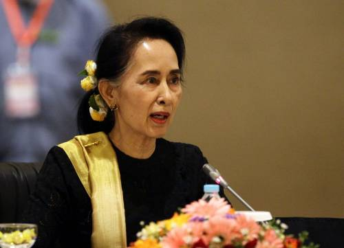 "Suu Kyi rischia tre anni. ""Aveva 4 walkie talkie"". La rivolta dei clacson"