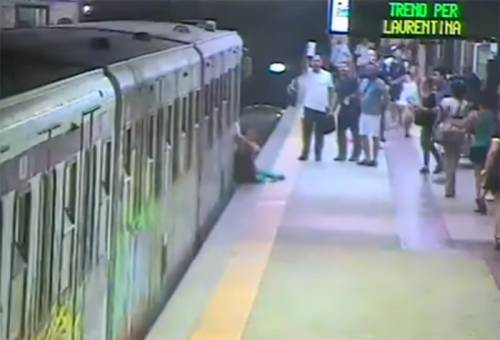 """Roma, trascinata dalla metro è in sedia a rotelle: """"Voglio giustizia"""""""