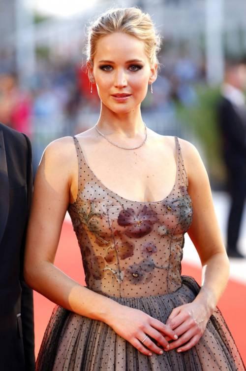Jennifer Lawrence come una principessa a Venezia 2