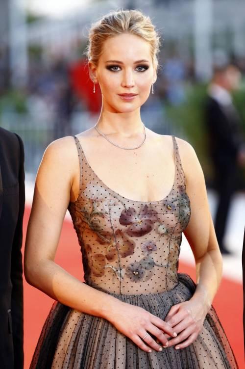 Jennifer Lawrence come una principessa a Venezia 7