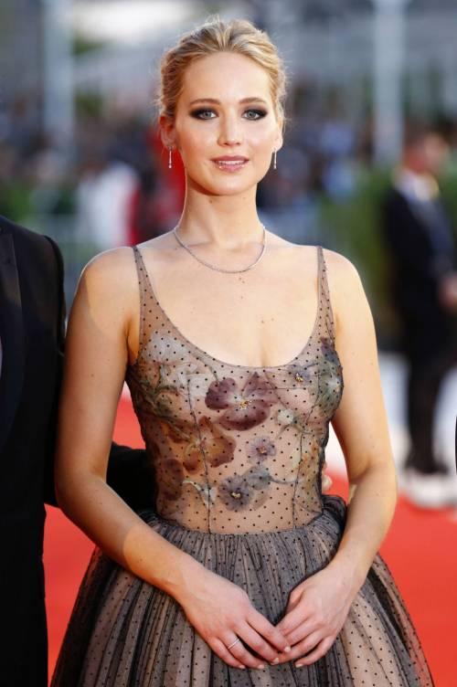 Jennifer Lawrence come una principessa a Venezia 8