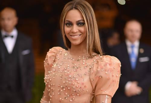 Beyoncé e Taylor Swift sexy dive in foto 12