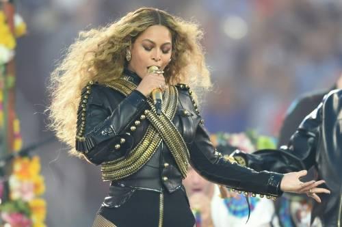 Beyoncé e Taylor Swift sexy dive in foto 13