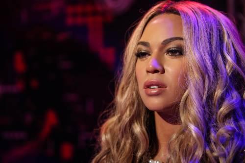 Beyoncé e Taylor Swift sexy dive in foto 15