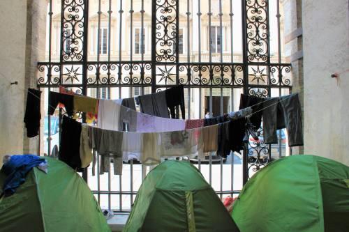 """Dentro la basilica """"occupata"""" dai movimenti per la casa 4"""