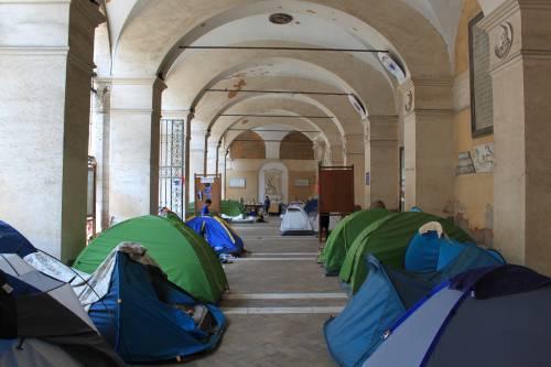 """Dentro la basilica """"occupata"""" dai movimenti per la casa 3"""