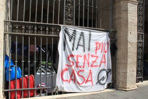 """Dentro la basilica """"occupata"""" dai movimenti per la casa 11"""