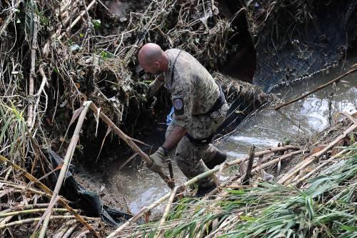 """Sopravvissuto all'alluvione di Livorno, ringrazia i parà: """"Salvo grazie a voi"""""""