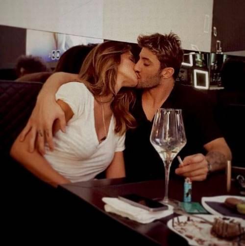 Belen Rodriguez e Andrea Iannone sexy in foto 5