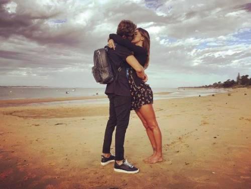 Belen Rodriguez e Andrea Iannone sexy in foto 11