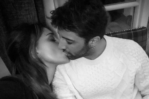 Belen Rodriguez e Andrea Iannone sexy in foto 12