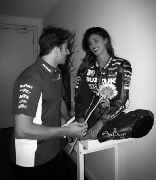 Belen Rodriguez e Andrea Iannone sexy in foto 15