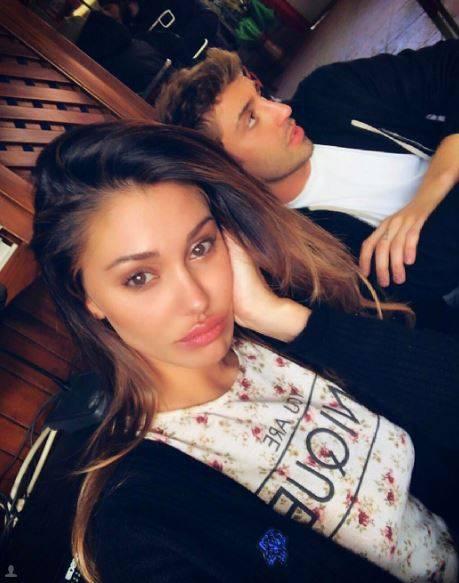 Belen Rodriguez e Andrea Iannone sexy in foto 17