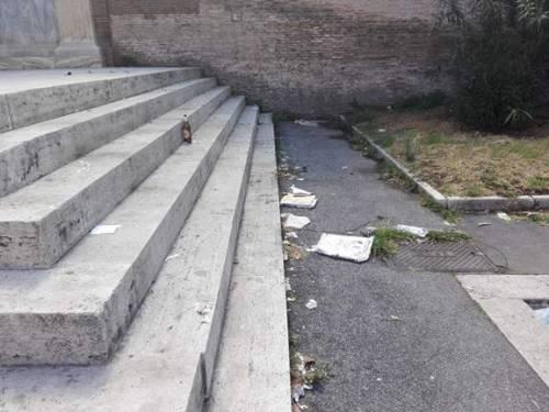Roma, il degrado del quartiere Porta Pia 24