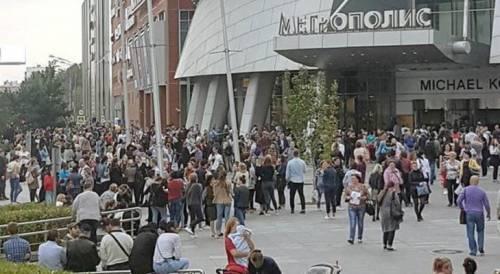 Mosca, 20mila evacuati per allarme bomba 3