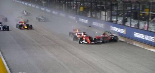 """Gp Singapore, disastro """"rosso"""": Ferrari fuori dopo la partenza"""