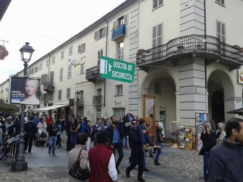 """Renzi e Poletti """"ghigliottinati"""" a Venaria (Torino) 3"""