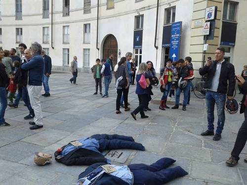 """Renzi e Poletti """"ghigliottinati"""" a Venaria (Torino) 5"""