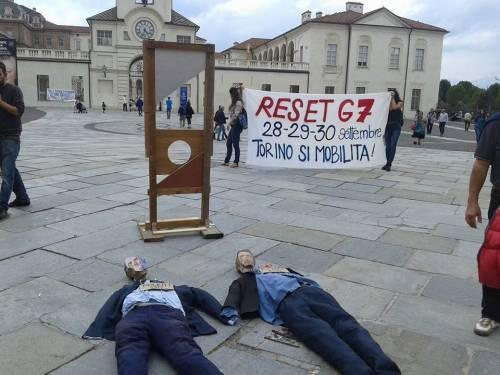 """Renzi e Poletti """"ghigliottinati"""" a Venaria (Torino) 6"""
