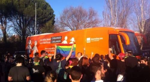 Se Soros si arrabbia per un bus antigender