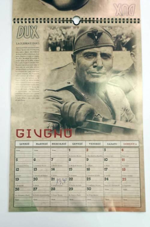 Il calendario di Mussolini esposto in un supermarket dell'imperiese 3
