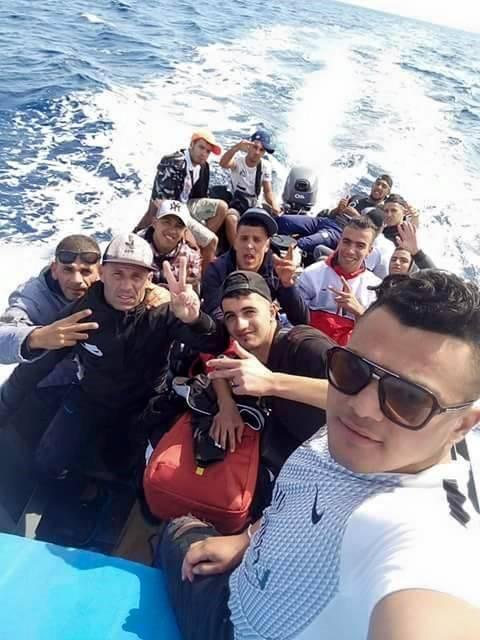 I migranti sbarcano in Sardegna e postano i selfie su Facebook