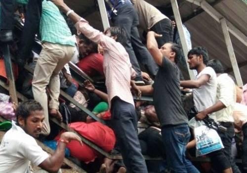 Calca alla stazione di Mumbai 3