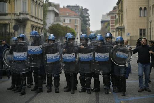 Scontri tra manifestanti e polizia a Torino 3