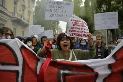 Scontri tra manifestanti e polizia a Torino 7