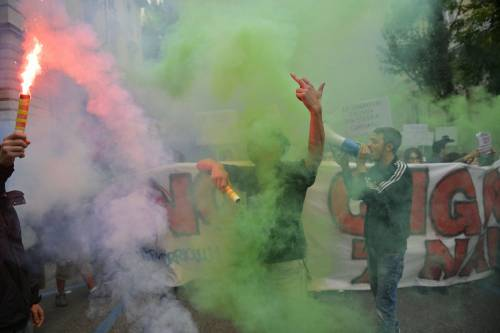 Scontri tra manifestanti e polizia a Torino 8