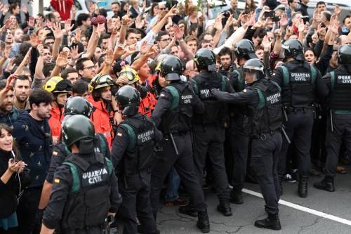 Tensioni tra polizia e indipendentisti 5
