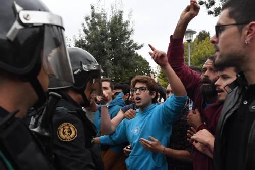 Tensioni tra polizia e indipendentisti 6