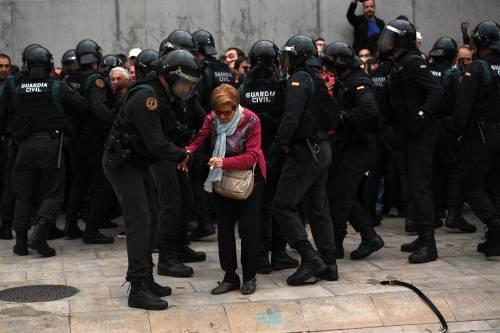 Tensioni tra polizia e indipendentisti 9