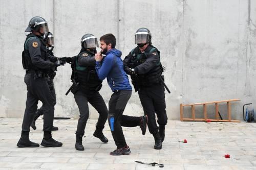 Tensioni tra polizia e indipendentisti 10