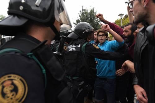 Tensioni tra polizia e indipendentisti 11