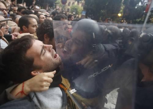 Catalogna, violenze inacettabili Questa non è una democrazia