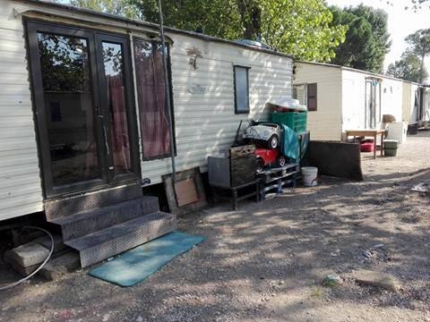Camping River, il primo campo rom chiuso dalla Raggi 2