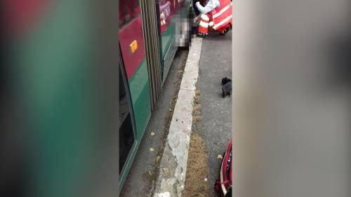 Roma, donna investita da un tram ai Parioli: estratta viva dai vigili del fuoco 3