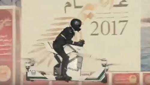 Dubai, la polizia arriva a bordo delle moto volanti